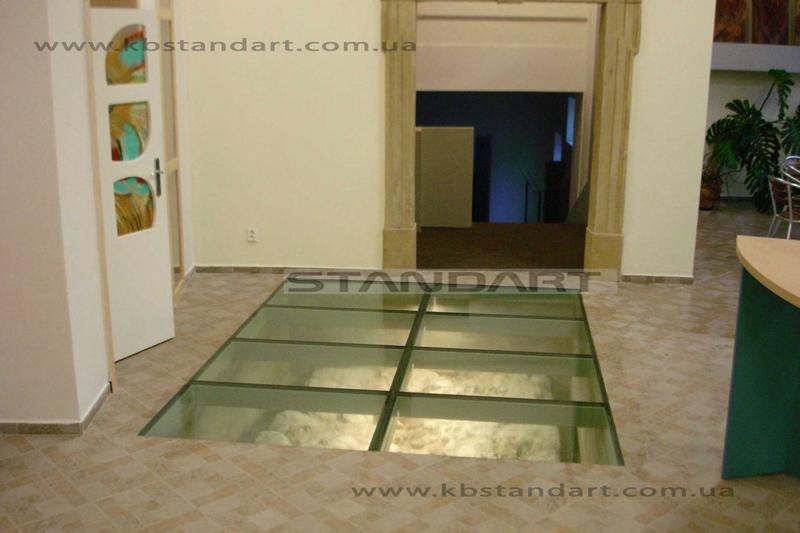 Стеклянные полы и потолки. Зеркала.