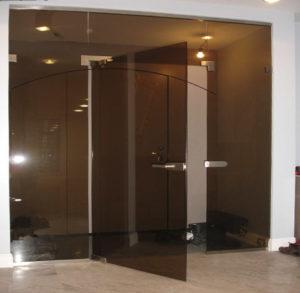 Маятниковые стеклянные двери под заказ (на заказ в Одессе)